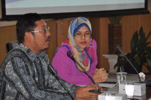 Khairul Muluk (kiri) dan Halimah Abdul Manaf (kanan)