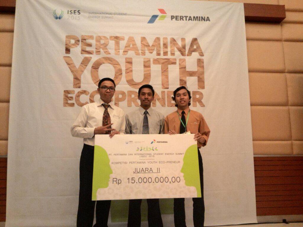 Tim ABS Industry: (ki-ka) Khasemy, Bildiosta, dan Taufiq