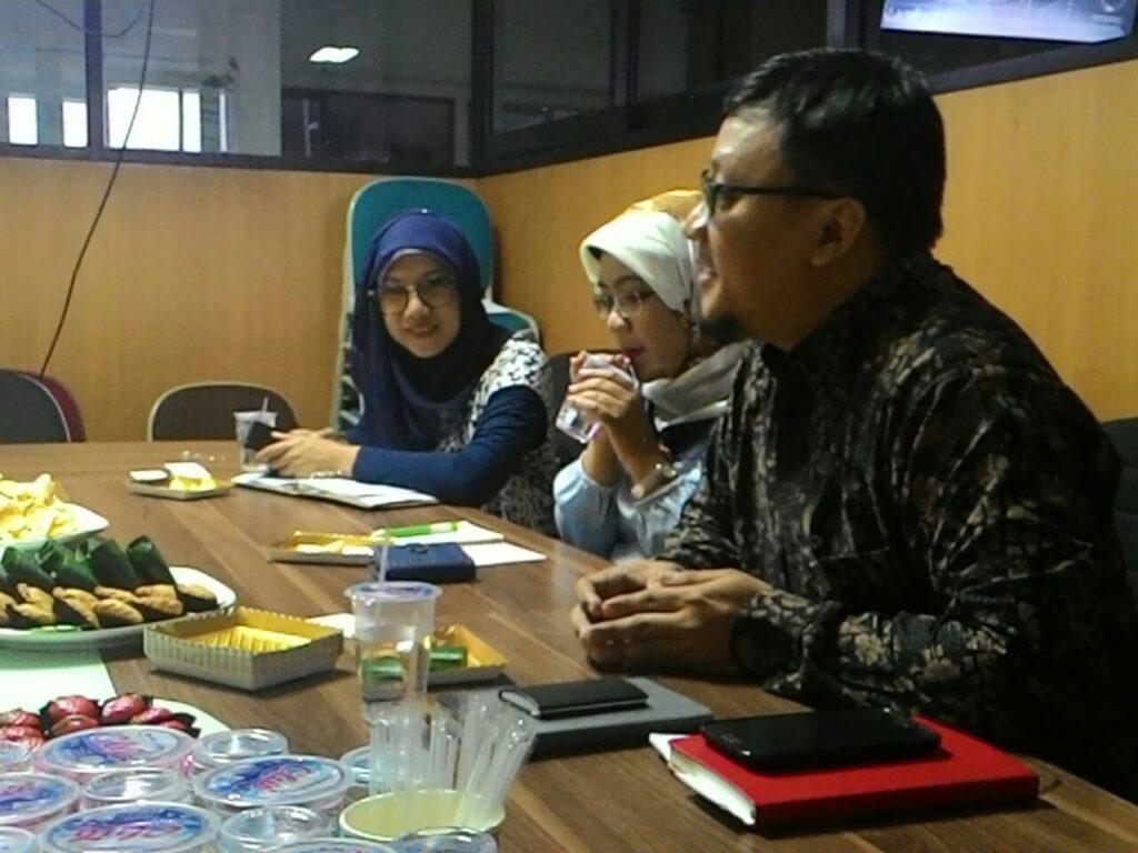 Dini Anggraini Sirad, Peni Zulandari Suroto, dan Yudho Hartono dari Program Studi Bisnis Pariwisata Universitas Prasetiya Mulya