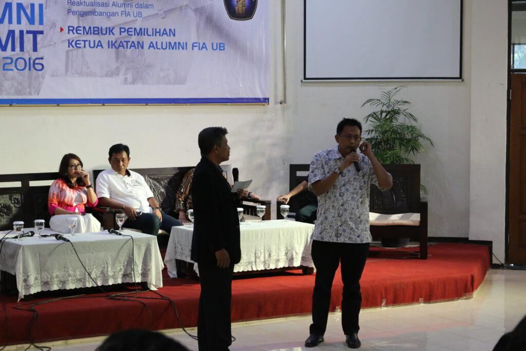 Totok Suryanto (Wakil Pemimpin Redaksi TvOne) bersama Dr. Riyanto (kiri)