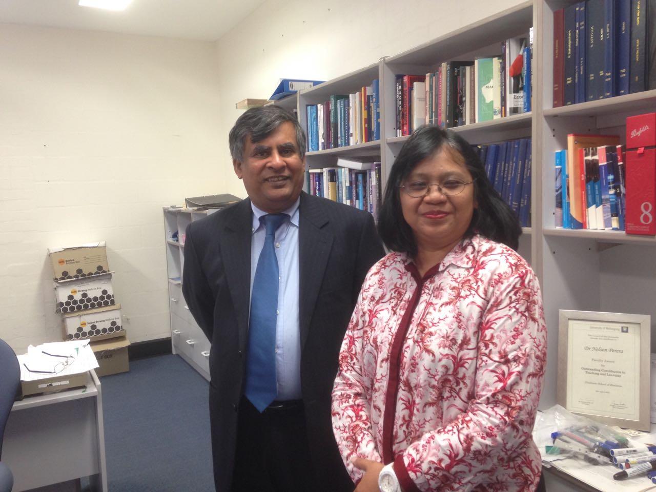Andriani Kusumawati Bersama Dekan School Of Accounting, Economics & Finance University Of Wollongong