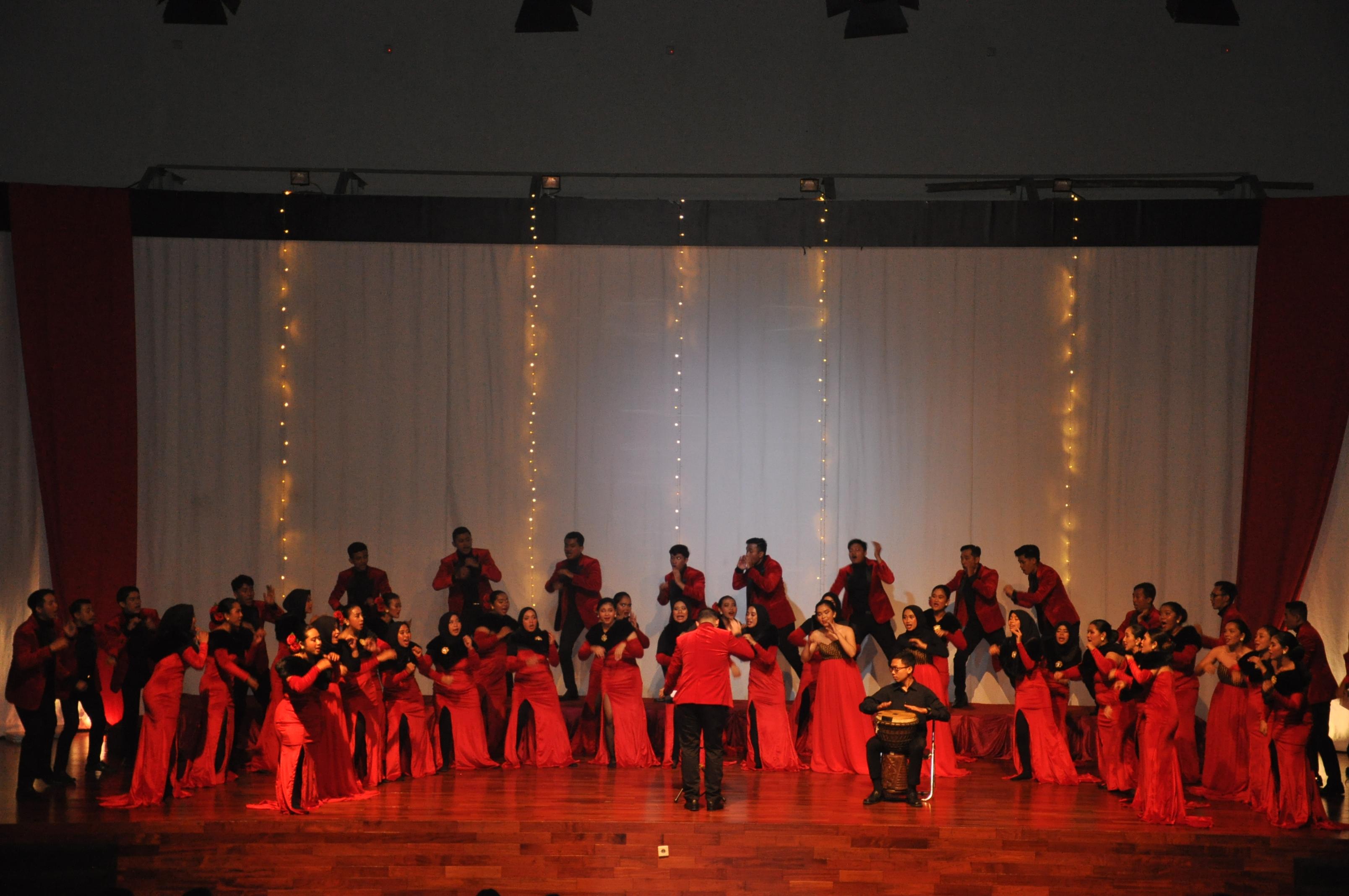 Persembahan Administatio Choir Untuk Konser Prokompetisi