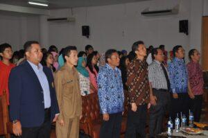 Prof. Bambang Supriyono (ketiga dari kiri), Abdul Hakim Naja (keempat dari kiri), Luqman Hakim (ketiga dari kanan), M.R. Khairul Muluk (kedua dari kanan), Haryadi (kanan)