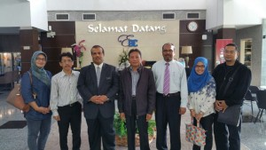Bersama Rektor UUM (ketiga dari kiri)