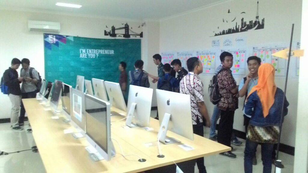 Suasana Open House Ei Lab