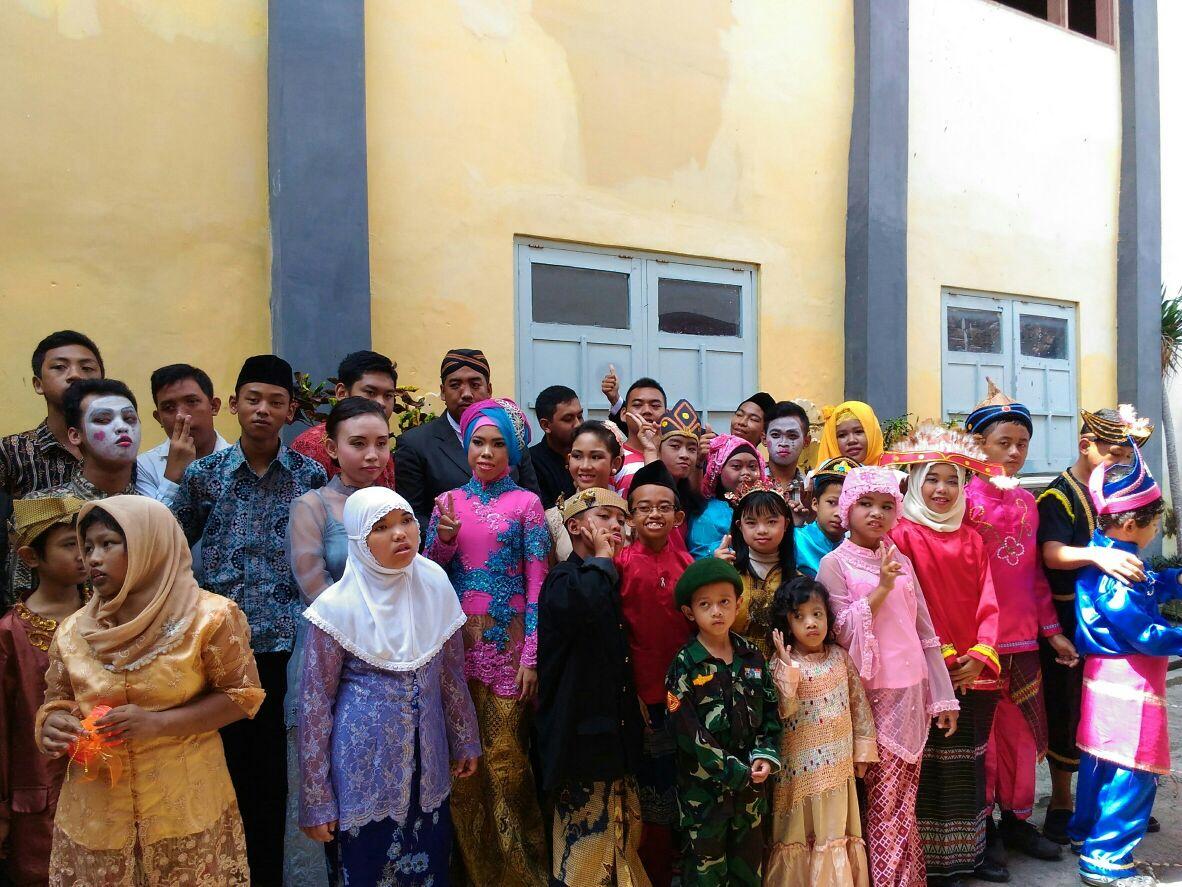 Pendamping Mahasiswa Dalam ORKESTRA Bersama Anak-anak SLB Sumber Dharma Dalam Pentas Seni Bersama