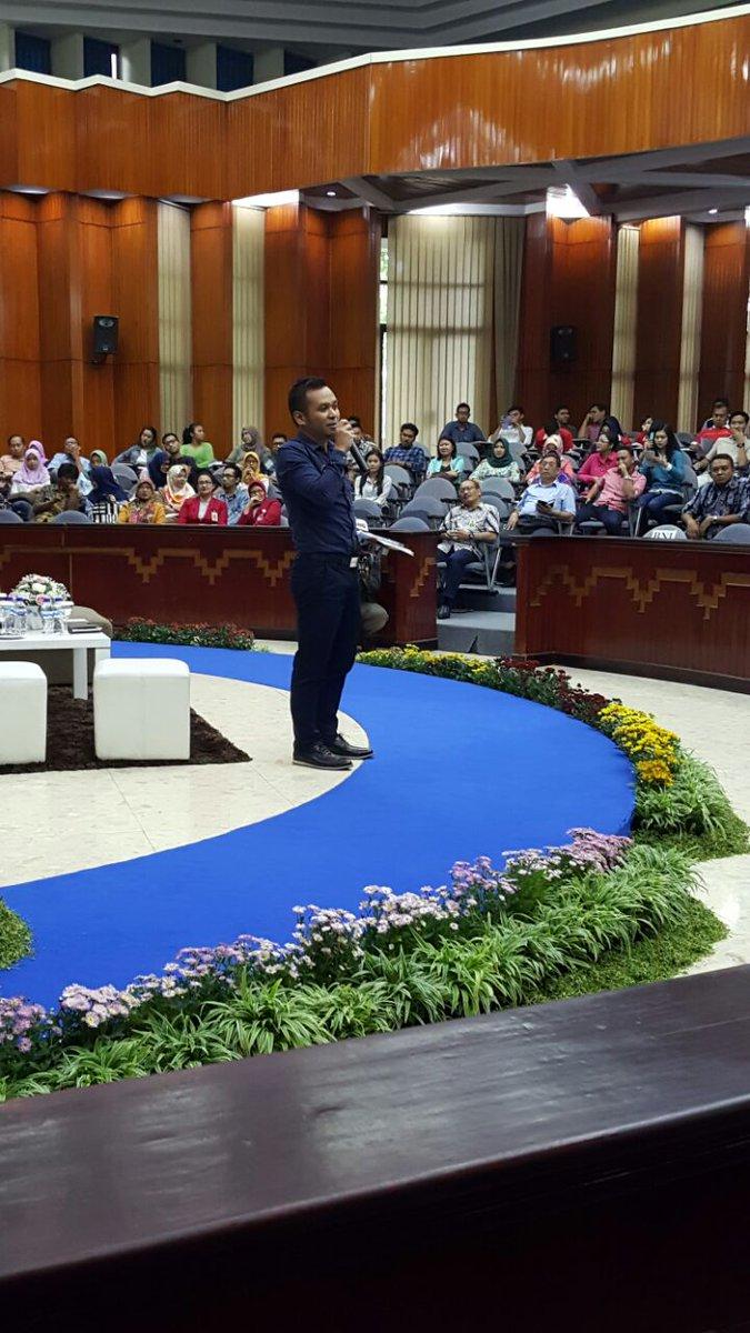 Sekretaris Jurusan Administrasi Bisnis Mohammad Iqbal Bertindak Sebagai Moderator