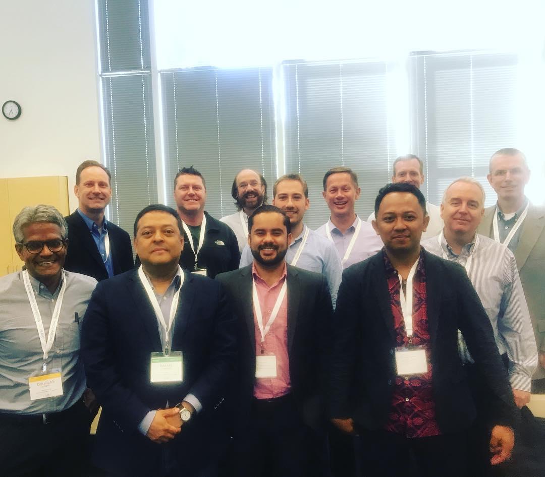 Brillyanes Sanawiri (depan, Paling Kanan) Bersama Para Juri Dan Mentor IBMC 2017 Lainnya